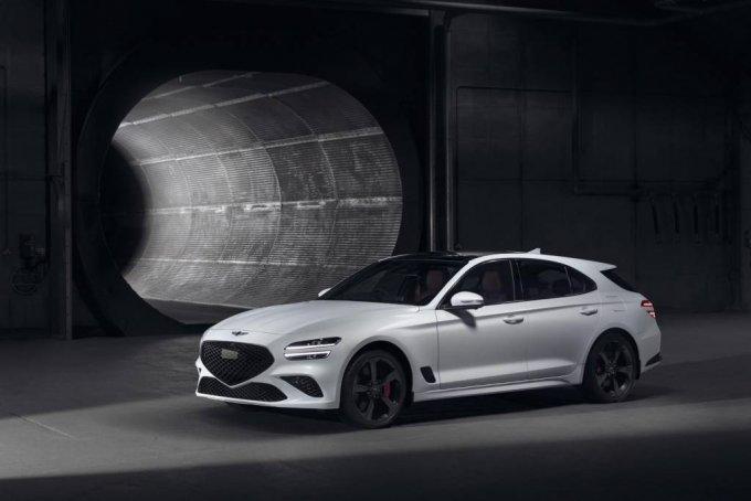 [서울=뉴시스] 제네시스 브랜드가 오는 11일까지(현지시간) 영국 잉글랜드 웨스트서식스주에서 열린 세계적인 자동차 축제 '2021 굿우드 페스티벌 오브 스피드(Goodwood Festival of Speed)'에 참가해 유럽 전략 차종인 'G70 슈팅 브레이크'를 세계 최초로 공개했다. G70 슈팅 브레이크는 제네시스가 지난해 출시한 더 뉴 G70의 외관에 트렁크 적재 공간을 확장해 실용성을 겸비한 모델로, 제네시스의 디자인 철학인 '역동적인 우아함'의 균형에서 역동성에 더욱 비중을 둔 것이 특징이다. (사진=제네시스 제공) 2021.07.09. photo@newsis.com *재판매 및 DB 금지