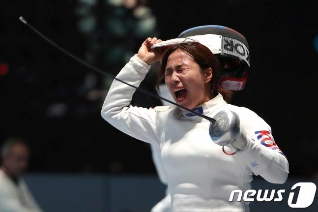 '세계랭킹 2위' 최인정, 女 에페 16강행 좌절 '대이변'... 강영미도 패배