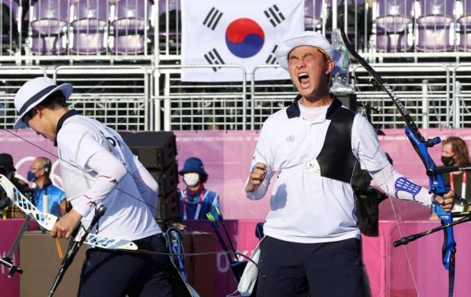 '17세 파이팅맨' 김제덕, 국민 심장 들었다 놨다...'MZ스타' 탄생