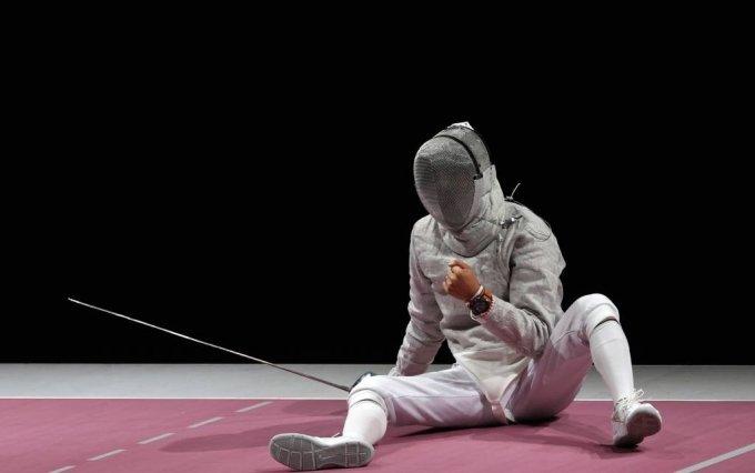 대한민국 김정환이 24일 오후 일본 지바 마쿠하리 메세 B홀에서 열린 도쿄올림픽 펜싱 남자 사브르 개인전 4강전에서 이탈리아 루이지 사멜레와 경기를 펼치며 득점 후 기뻐하고 있다. / 사진제공=뉴시스