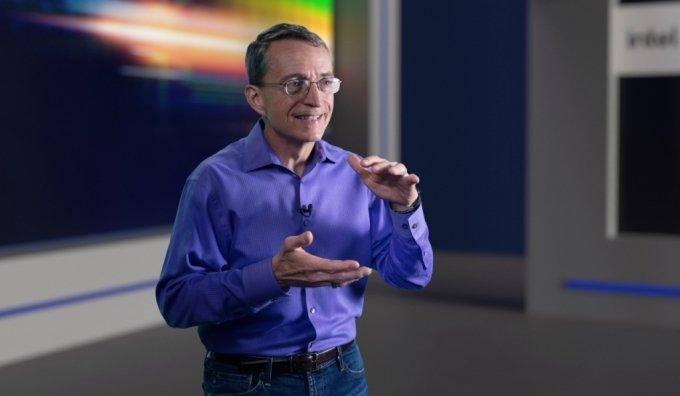 팻 겔싱어 인텔 CEO(최고경영자)가 26일(미국 현지시간) 인텔의 향후 공정 및 패키징 기술 로드맵에 대해 설명하고 있다./사진제공=인텔코리아