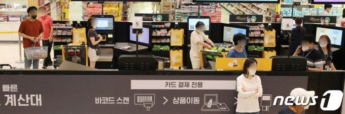 (서울=뉴스1) 김진환 기자 = 한국은행은 올해 2분기(4~6월) 실질 국내총생산(GDP)이 전분기 대비 0.7% 성장(속보치)했다고 밝혔다. 한국은행은