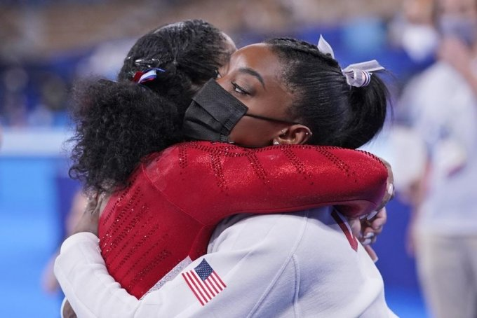 도쿄올림픽 여자 기계체조 단체전에 출전했다가 심리적 압박으로 인해 경기 도중 기권한 미국의 체조 선수 시몬 바일스(24)에게 격려가 쏟아졌다. / 사진제공=AP/뉴시스