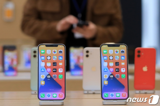 스마트폰 접은 LG, 이젠 베스트샵에서 아이폰도 판다