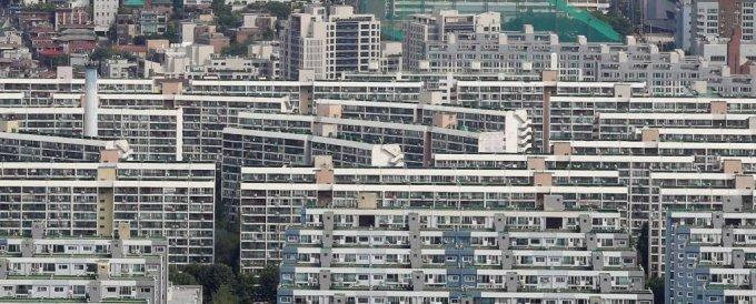 [서울=뉴시스] 조성우 기자 = 20일 오전 서울 강남구 대치동 은마아파트가 내려다 보이고 있다. 2021.07.20. xconfind@newsis.com