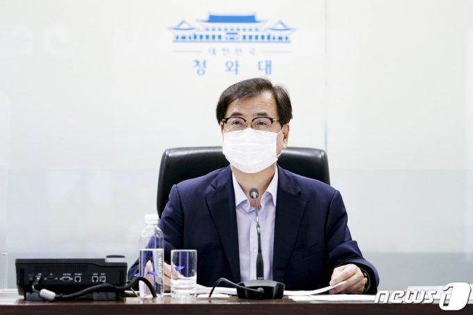 (서울=뉴스1) = 서훈 국가안보실장이 6일 국가위기관리센터에서 열린 국가위기평가회의를 주재하고 있다.(청와대 제공) 2021.7.6/뉴스1
