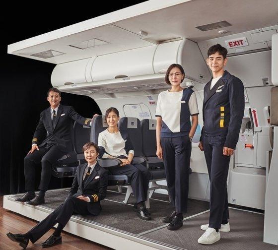 에어로케이항공 승무원 유니폼 이미지 /사진=에어로케이 항공