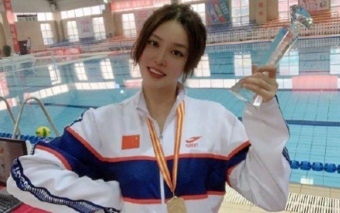 2020 도쿄 올림픽에 참가한 중국의 한 여자 수구 선수가 빼어난 외모로 큰 주목을 받은 가운데, 전혀 다른 실제 모습이 공개됐다. /사진=웨이보 캡처