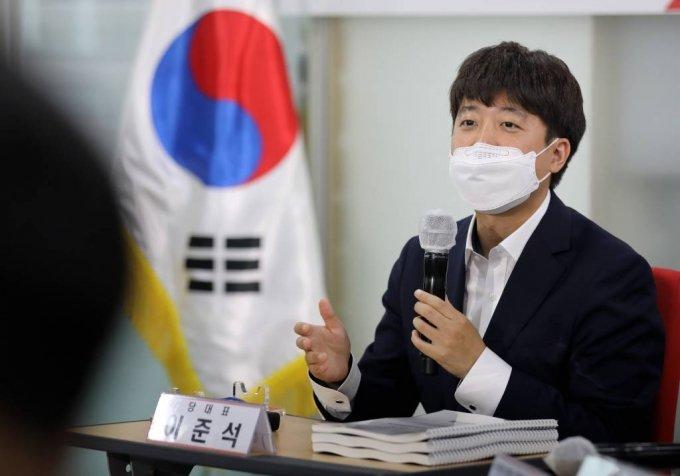 이준석 국민의힘 대표가 이달 29일 오후 서울 여의도 중앙당사에서 열린 대선 경선후보 간담회에서 인사말을 하고 있다. / 사진제공=뉴시스