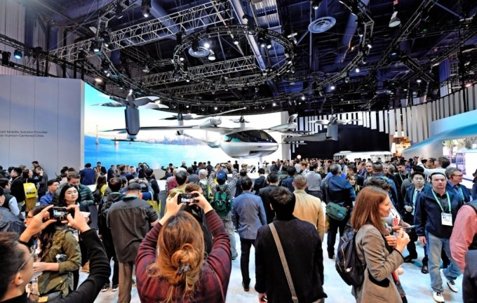 현대차그룹이 2020 CES에서 도심 항공 모빌리티(UAM)를 선보이고 있다./사진제공=현대차그룹