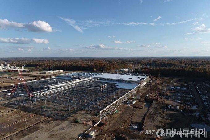 GM과 LG에너지솔루션의 합작법인 '얼티움셀즈' 합작 법인의 미국 오하이오 제1공장 건설 공사 사진