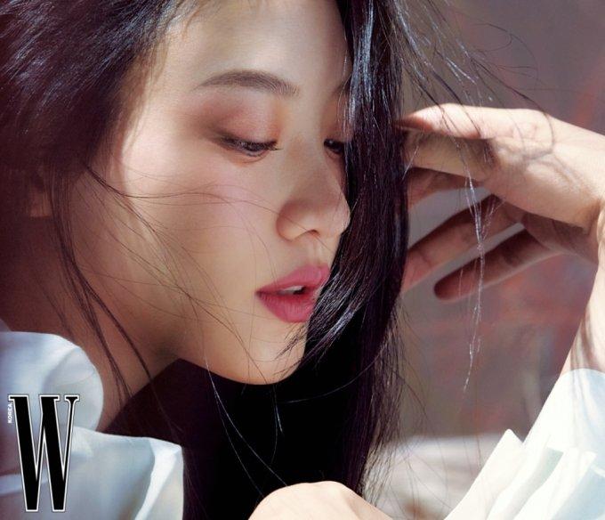 배우 수현 /사진제공=더블유 코리아, 스쿠