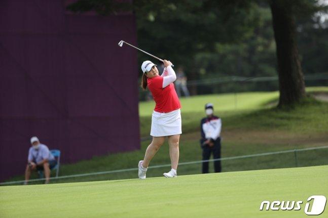 박인비가 4일 일본 사이타마현 가스미가세키 컨트리클럽에서 열린 2020 도쿄올림픽 여자 골프 1라운드에서 세컨샷을 날리고 있다. /사진=뉴스1