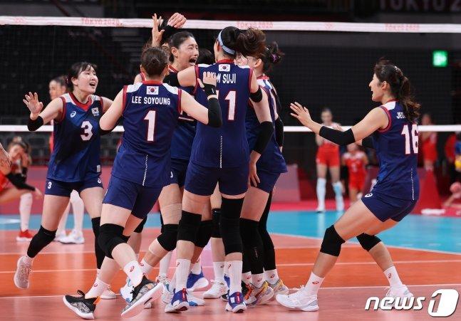 4강 진출 확정 순간, 기뻐하는 한국 선수들. /사진=뉴스1