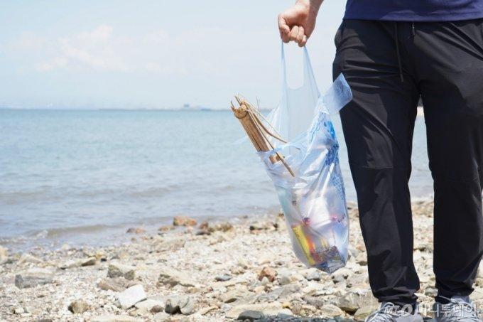 바다에 쓰레기가 많은 게 싫은 건 다 같은 마음일텐데, 왜 다들 버리고 갔을까./사진=이주아 머니투데이 PD