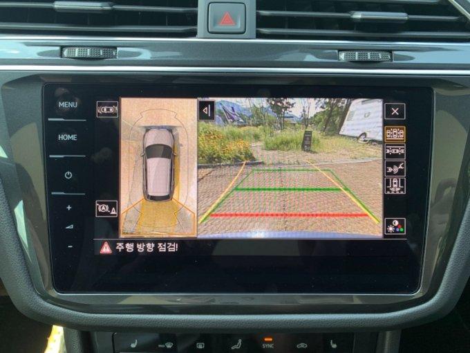 폭스바겐 티구안 2.0 TDI 4모션 프레스티지의 후방 카메라, 서라운드 뷰/사진=이강준 기자