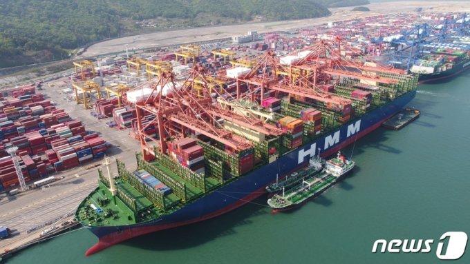 HMM의 세계최대규모 컨테이너선 '알헤시라스호'. /사진=뉴스1