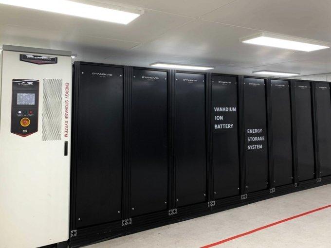스탠다드에너지 생산 공장에 설치된 실제 ESS 설비. 내부에는 1280개의 바나듐 이온 배터리가 장착돼 있다.