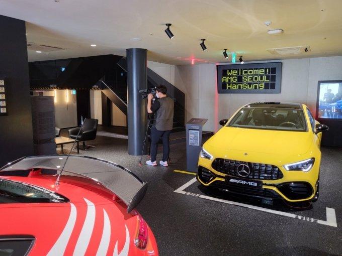 13일 오전 10시 서울 신사동에 위치한 메르세데스-벤츠 AMG 서울에 차들이 전시돼있다/사진=이강준 기자