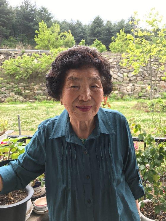 LG 의인상을 수상한 박춘자 할머니. /사진제공=LG