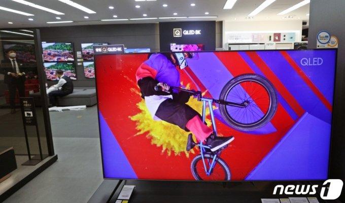 서울시내 한 전자제품 매장에 삼성 TV가 진열돼 있다./사진=뉴스1