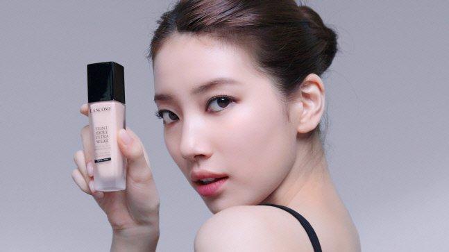 로레알코리아 랑콤의 모델 수지의 '땡이돌' 파운데이션 홍보 이미지/사진=랑콤