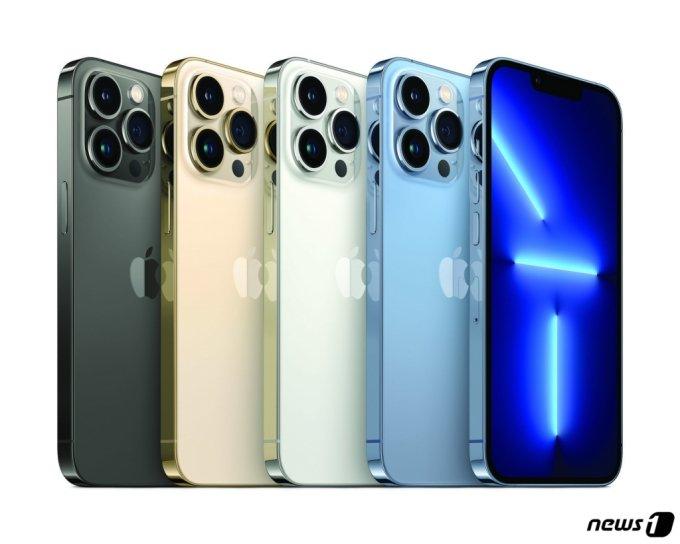 애플이 14일(현지시간) 캘리포니아 쿠퍼티노 애플파크에서 스페셜 애플 이벤트를 통해 아이폰13을 공개했다. (애플 제공) 2021.9.15/뉴스1