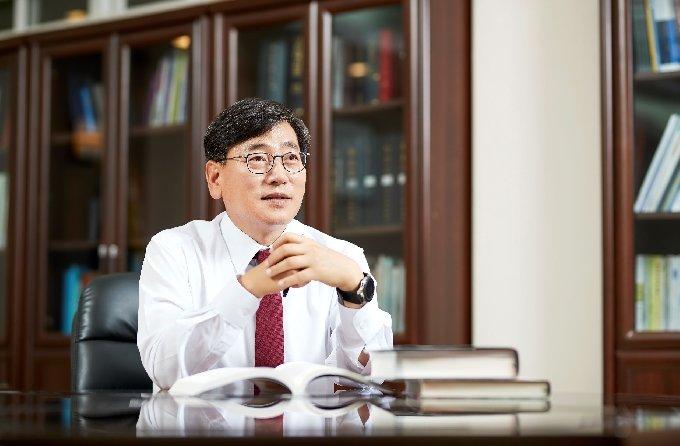 세계복싱챔피언 최현미 9차 방어전...대진대 임영문 총장 응원