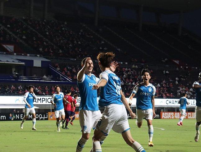 15일 일본 오사카에서 열린 세레소 오사카와의 AFC 챔피언스리그 16강전에서 포항스틸러스 이승모의 득점 이후 환호하고 있는 포항 선수들. /사진=포항스틸러스