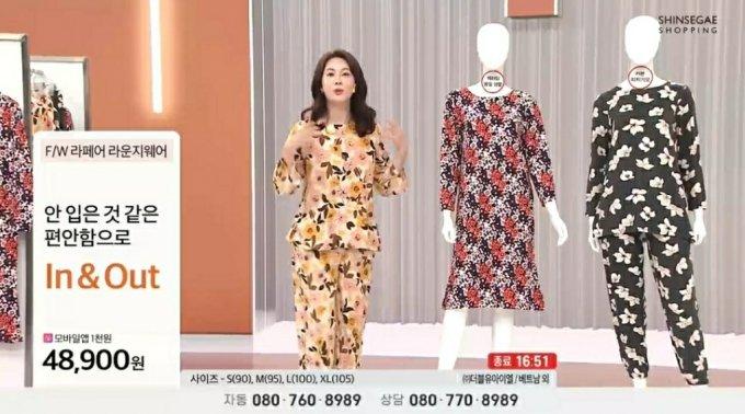 T커머스 채널 신세계TV쇼핑의 방송화면.'L바'를 활용해 가격정보를 왼쪽에 배치했다.