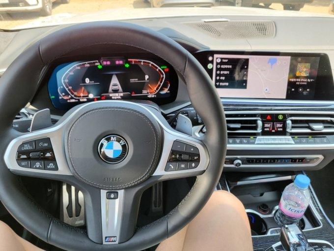 BMW X7 40i M spt 운전석/사진=이강준 기자