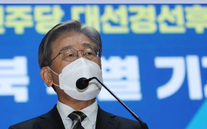 더불어민주당 대선 주자인 이재명 경기지사가 17일 오전 광주 동구 전일빌딩245 8층에서 광주·전남·전북 특별메시지를 발표하고 있다. / 사진제공=뉴시스