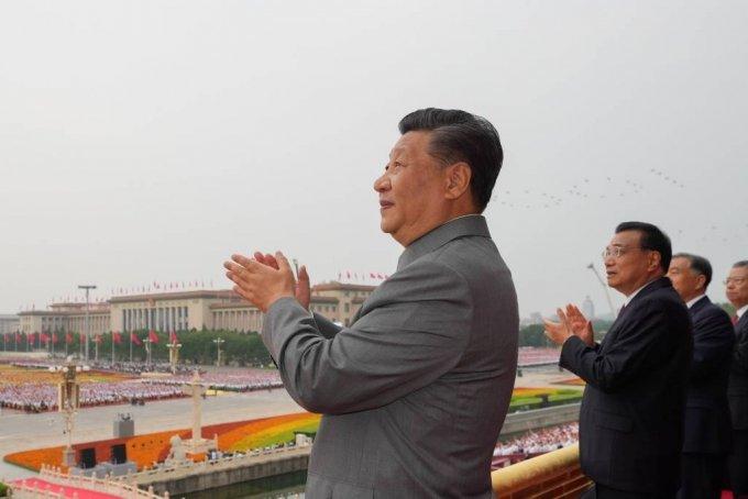 [베이징=신화/뉴시스]시진핑 중국 국가주석이 1일 베이징에서 열린 중국 공산당 창당 100주년 기념식에 참석해 박수하고 있다.