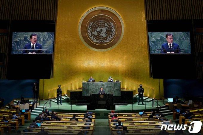 (서울=뉴스1) = 문재인 대통령이 21일(현지시각) 미국 뉴욕 유엔 총회장에서 기조연설을 하고 있다. (청와대 페이스북) 2021.9.22/뉴스1