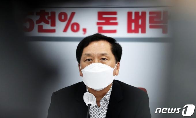 곽상도, '아들 50억 퇴직금' 논란에 탈당…국민의힘