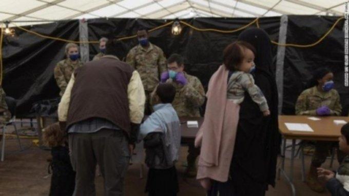 독일 미군기지에 수용된 아프가니스탄 난민들/사진=CNN방송 캡처