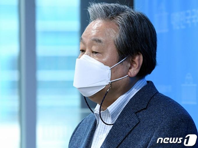 '가짜 수산업자 벤츠' 김무성 입건…정식 수사 받는다