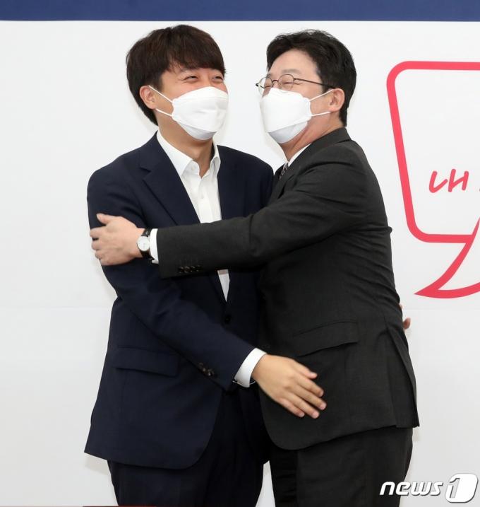 이준석·유승민, 경희대 총여학생회 폐지에