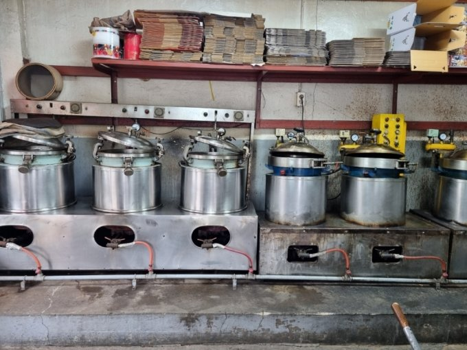 28일 오후 대구 칠성개시장에 위치한 한 영양탕집 주방 기기들이 멈춰 있다 /사진=김지현 기자