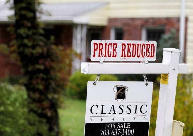 미국 버지니아주 교외지역의 주택판매 간판 /사진=October 27, 2010.