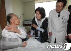 보훈병원에서 봉사활동하는 나경원 후보