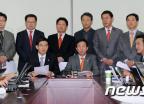 민본21 '중도보수로 재창당해야'