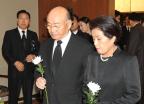 헌화하는 전두환 전 대통령과 이순자 여사