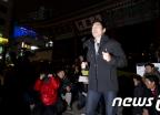 달리는 정봉주 응원나온 시민들