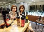 신세계百 '남성매장에서 와인 시음하세요!'