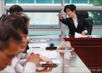 최저임금 긴급회의 참석한 김영주 장관