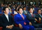 심각한 자유한국당 의원총회