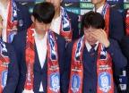 귀국한 축구대표팀, 달걀세례