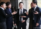 '성추행 의혹 보도 비판' 정봉주, 검찰 소환