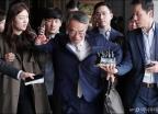 기자들 뿌리치는 임종헌 전 법원행정처 차장